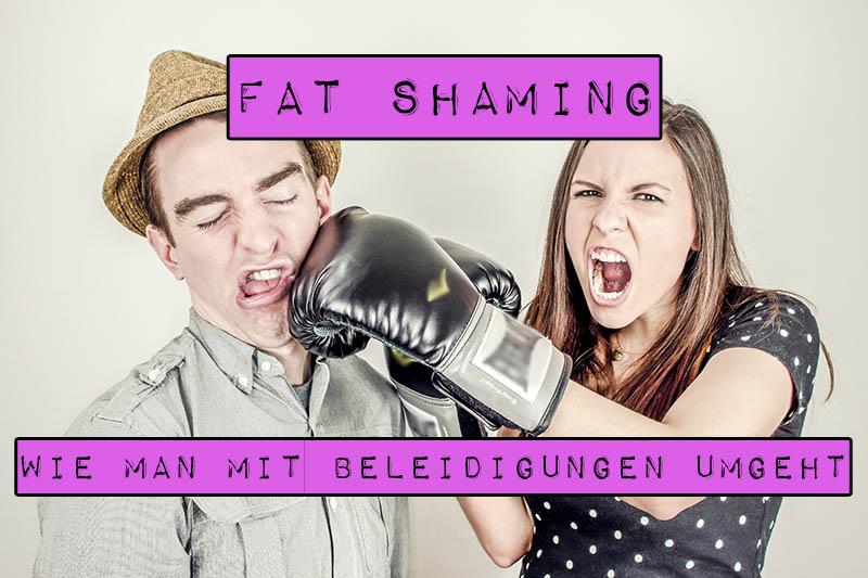 Übergewichtige Menschen sind mit einer speziellen Form der Beleidigung konfrontiert: dem sogenannten Fat Shaming, also einem direkten Angriff auf ihre Figur. Meistens resultieren solche unschönen Ereignisse in Hilflosigkeit, Selbstzweifeln, Selbsthass, Minderwertigkeitsgefühlen und können sogar zu Depressionen führen. Du musst Beleidigungen und dummen Sprüchen jedoch nicht hilflos gegenüberstehen. Marshmallow Mädchen stellt einige Methoden vor, um mit Beleidigungen umzugehen.