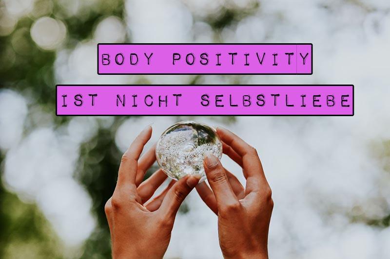 """Body Positivity wird im Deutschen oft mit dem Wort """"Selbstliebe"""" übersetzt. Das hat dazu geführt, dass beide Begriffe als synonym verstanden werden. Doch Body Positivity ist nicht Selbstliebe."""