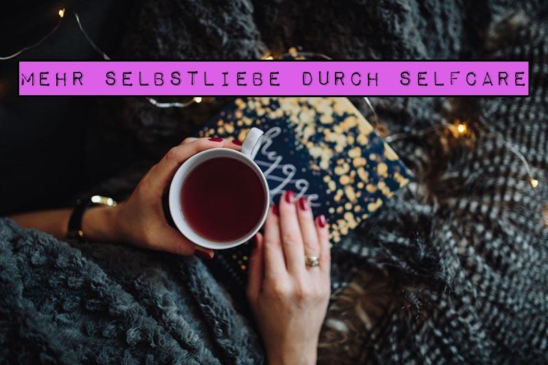 Selfcare ist ein Modewort, das gerne in Zusammenhang mit Badezusätzen und Duftkerzen verschlagwortet wird. Doch Selfcare ist viel mehr als nur ein Spa-Erlebnis: die Frage nach dem Selbstwert, die Suche nach den eigenen Bedürfnissen und die bewusste Entscheidung für sich selbst. In diesem Artikel erfährst du, wie du mehr Selbstliebe durch Selfcare erfahren kannst.