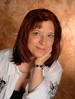 """Julia Perschke ist seit 2013 Heilpraktikerin aus voller Überzeugung und mit ganzem Herzen. Mit der Gründung ihrer Heilpraxis """"Schlange und Besen"""" in Berlin erfüllte sie sich einen lange gehegten Traum. Sie nimmt sich viel Zeit zum Zuhören und vereint körperliche mit spiritueller Behandlung. Ihre Schwerpunkte liegen im Bereich der ganzheitlichen Massage, Pflanzenheilkunde sowie in strukturierter Problemlösung."""