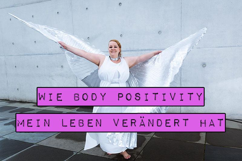 Der Begriff Body Positivity ruft unterschiedliche Reaktionen hervor: Für die einen ist er eine Ausrede, um dick zu bleiben, für die anderen die unmögliche Anforderung, den eigenen Körper zu lieben. Für mich und all die Menschen in der Body-Positivity-Bewegung bedeutet diese Form der Körperakzeptanz vor allem die Freiheit, endlich sein zu dürfen. In diesem Artikel erzähle ich dir die Geschichte, wie Body Positivity mein Leben verändert hat.